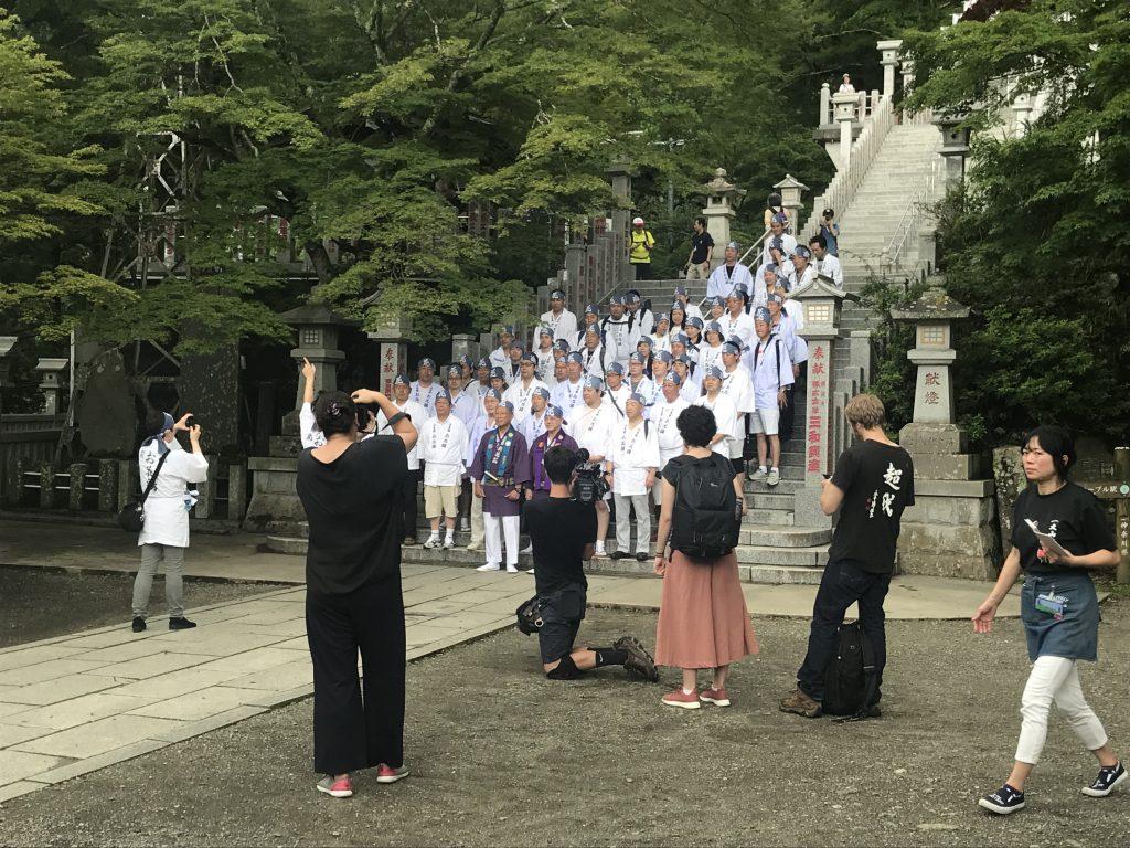 大山詣りお花講集合写真